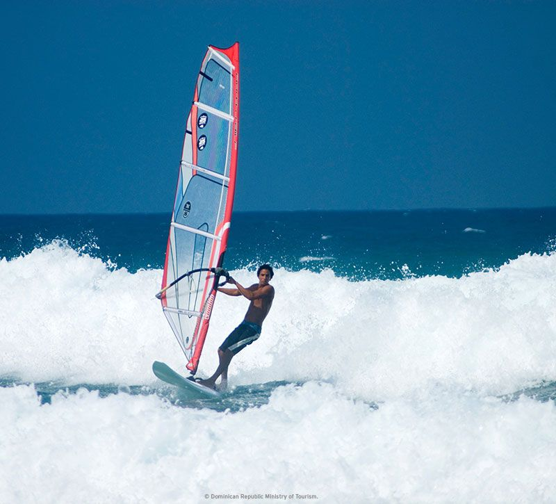dominikanische republik windsurfer berge und meer