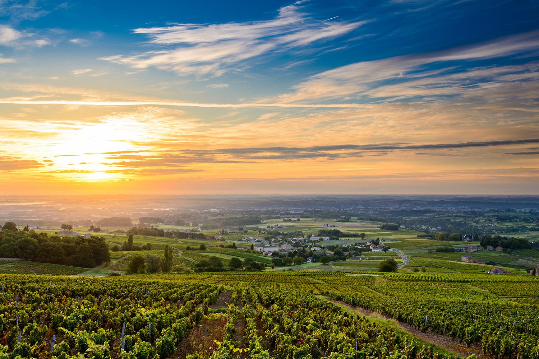 Europa, Frankreich, Burgund, Beaujolais berge und meer
