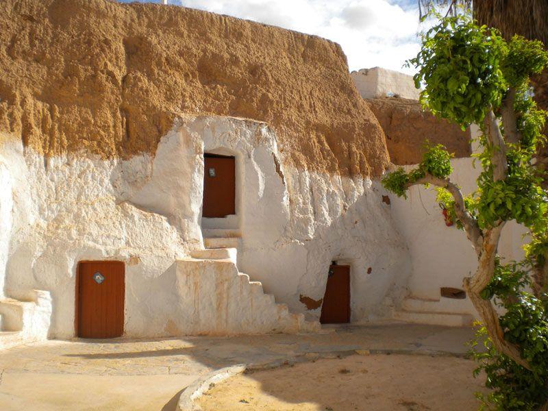 tunesien matmata haustuer berge und meer