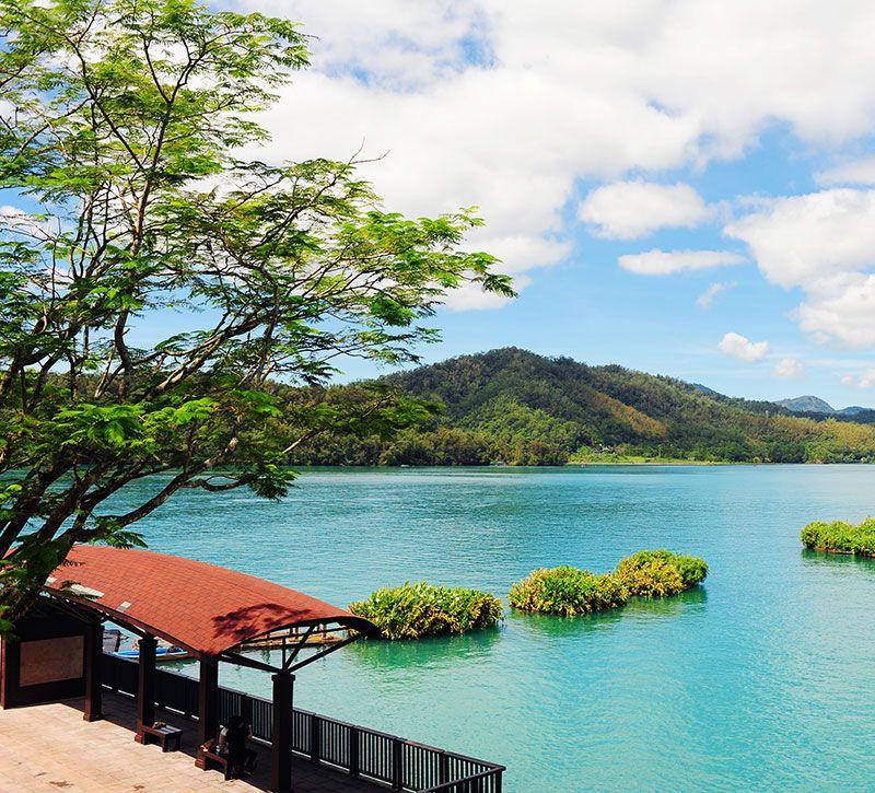 taiwan sun moon lake scenery in nantou taiwan berge und meer