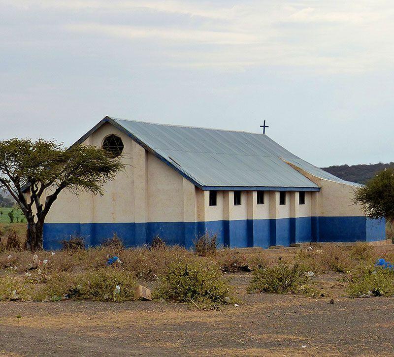 tansania kirche berge und meer