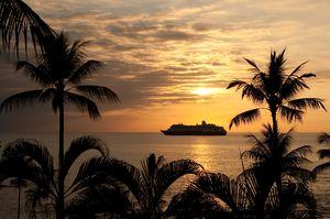 Thalia Sonnenuntergang Schiff berge und meer