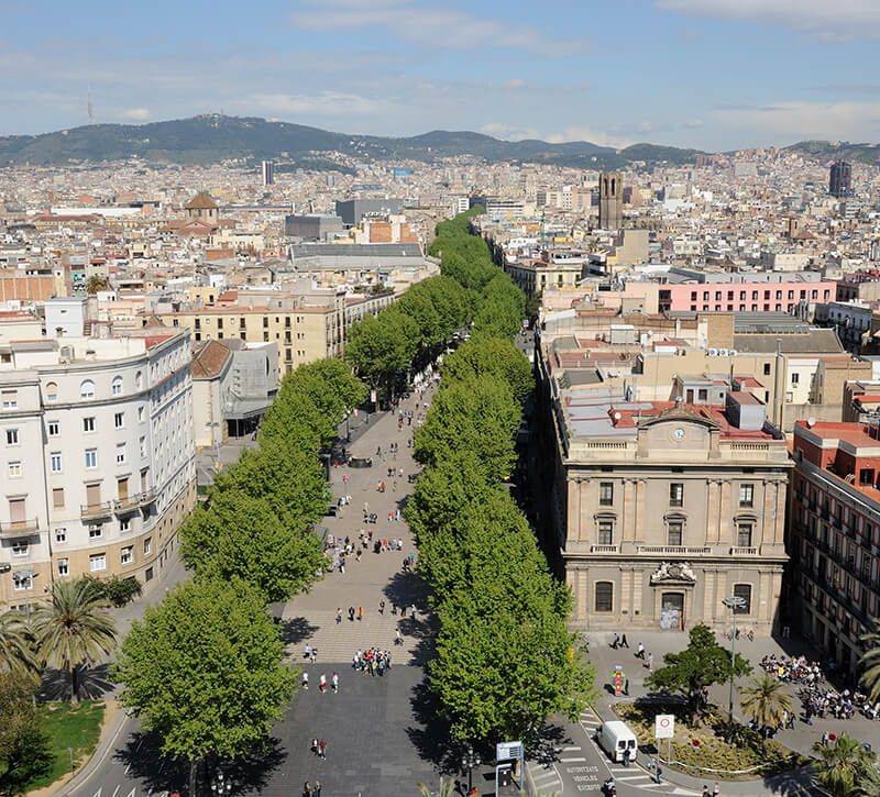 spanien barcelona ramblas berge und meer