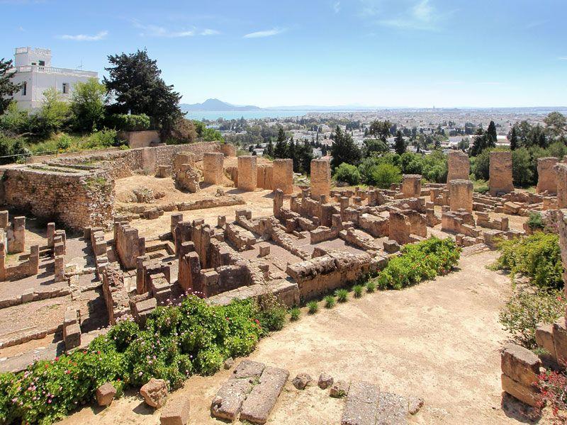 tunesien ruinen von carthage berge und meer