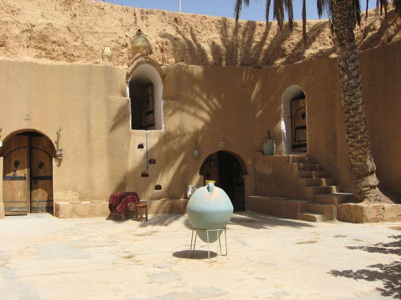 tunesien matmata innemhof berge und meer