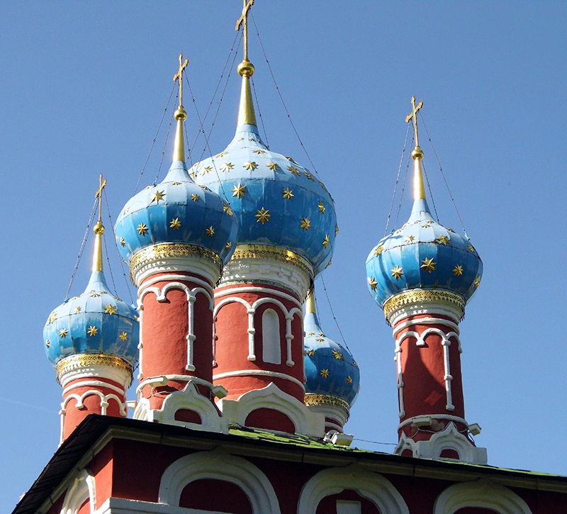 Russland Uglitsch Demetrios Kirche Tuerme  berge und meer