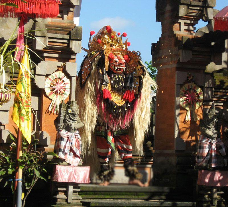 indonesien tanz berge und meer