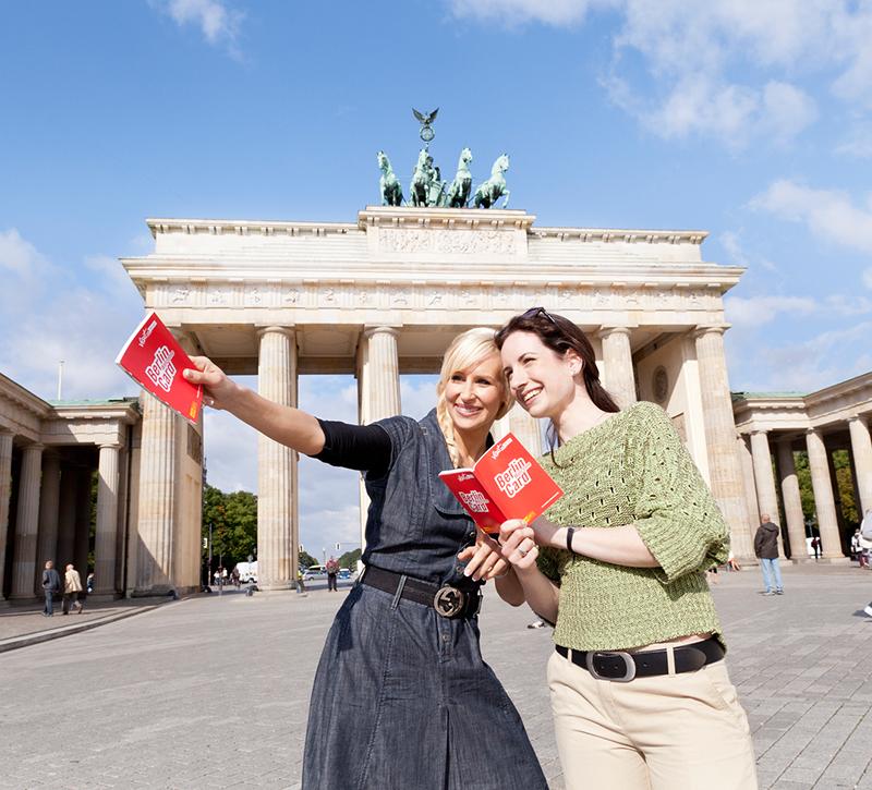 zl berlin Touristen vor dem Brandenburger Tor ret berge und meer