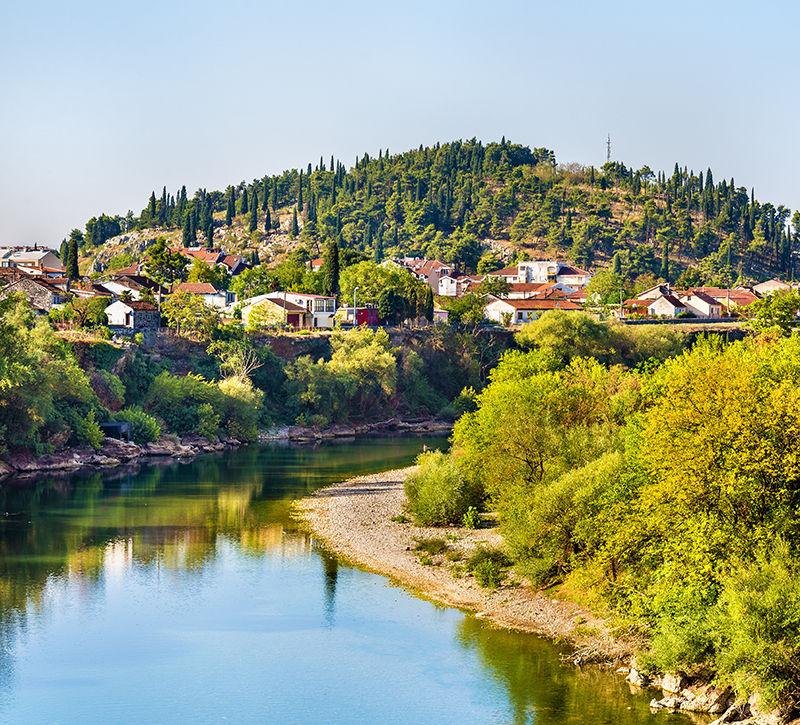 Montenegro Podgorica Altstadt  berge und meer