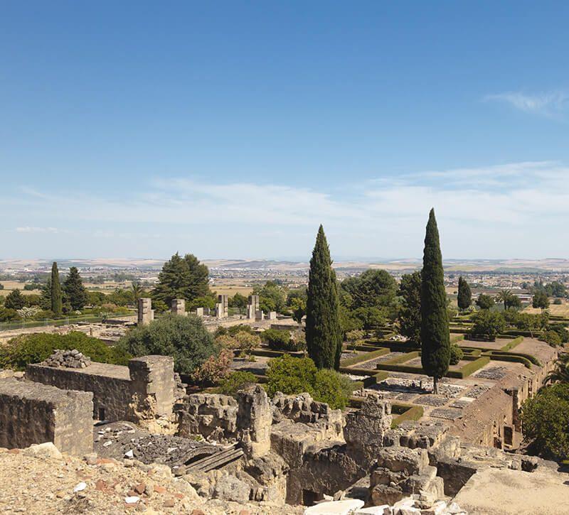 spanien cordoba medina azahara berge und meer
