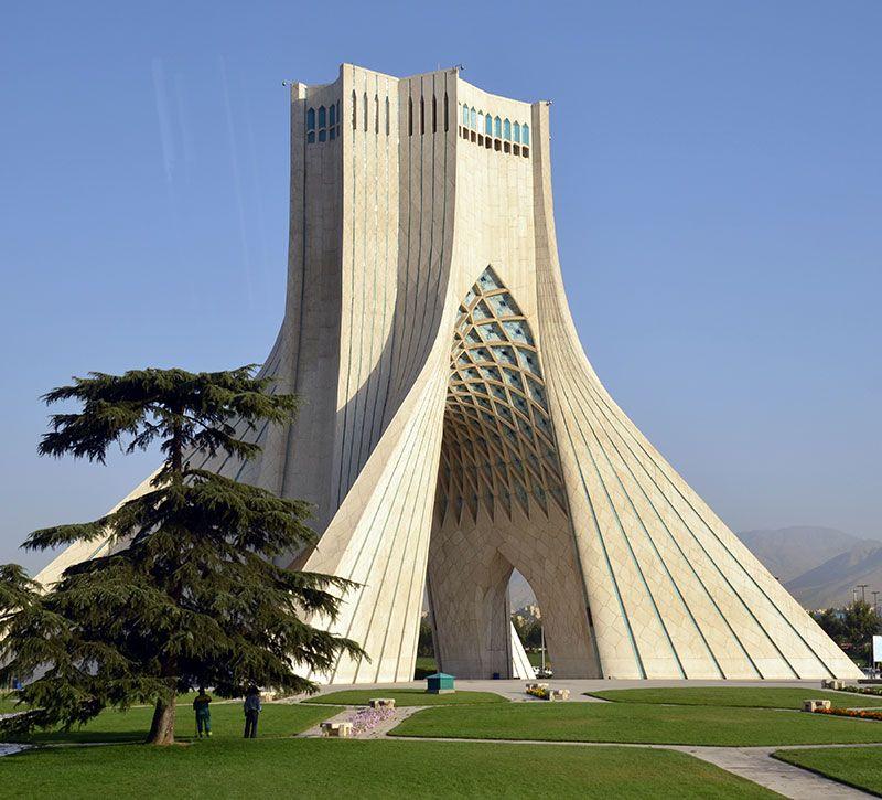 iran azadi monument teheran berge und meer