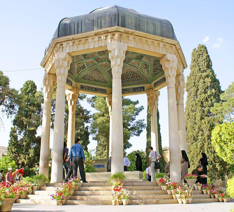iran hafiz mausoleum berge und meer