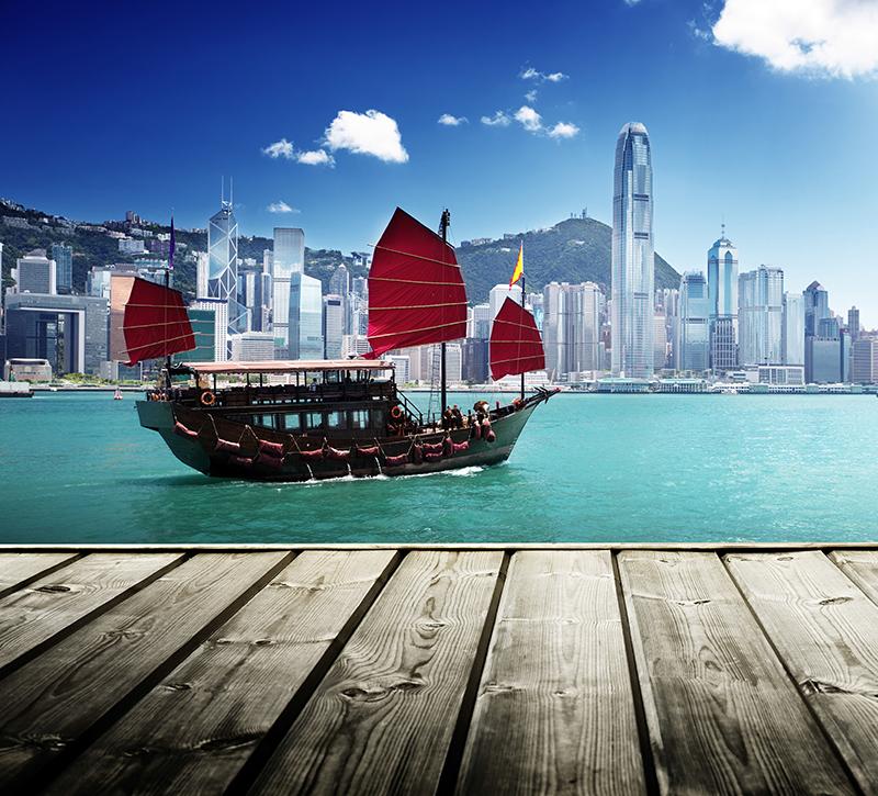 china-drachenboot-berge-und-meer