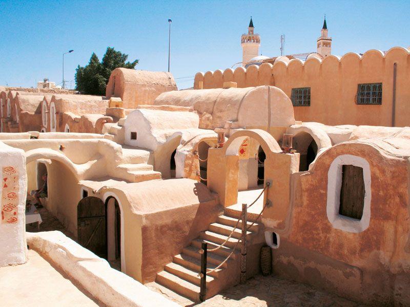 tunesien tataouine haeuser berge und meer
