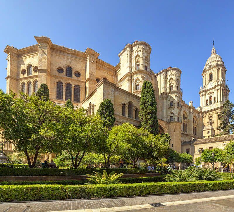 spanien malaga kathedrale berge und meer