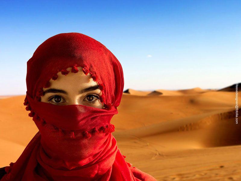 tunesien frau islam berge und meer