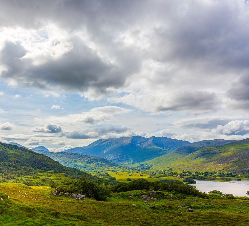 irland killarney berge und meer