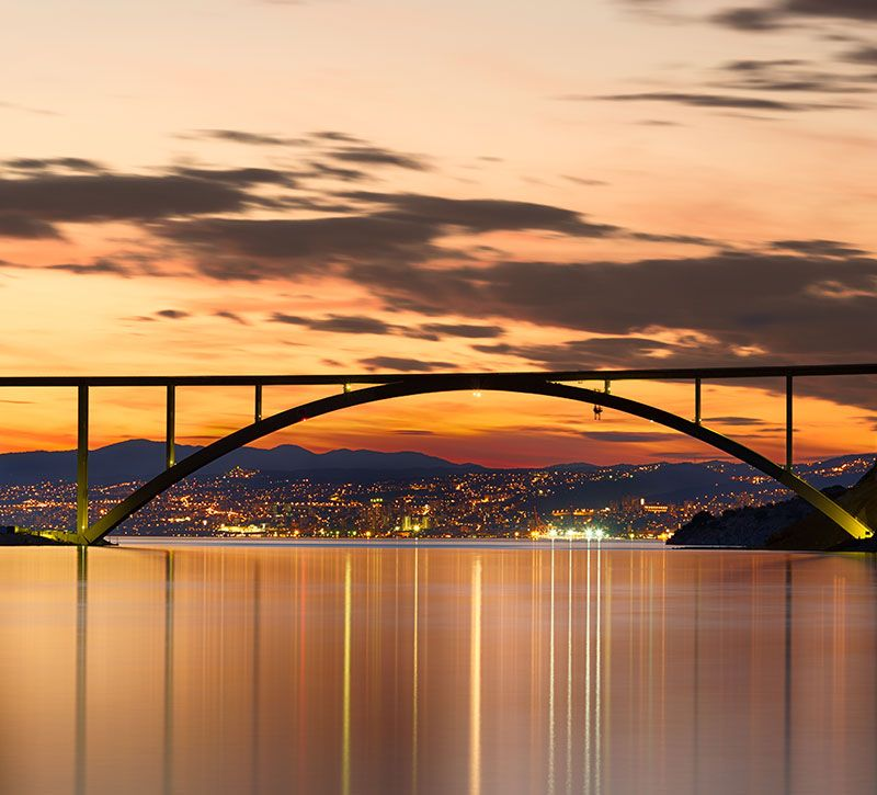 kroatien bridge to krk island at sunset croatia fisfra berge und meer