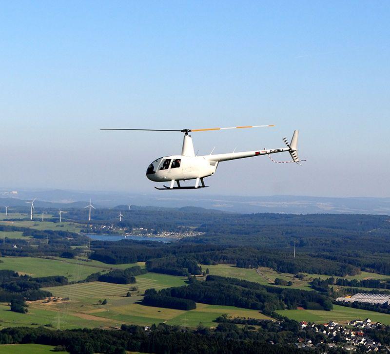 fuh Helikopterflug fern berge und meer
