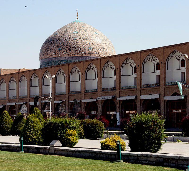 iran isfahan meidan platz berge und meer