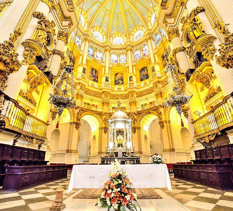 spanien malaga kathedrale innen berge und meer