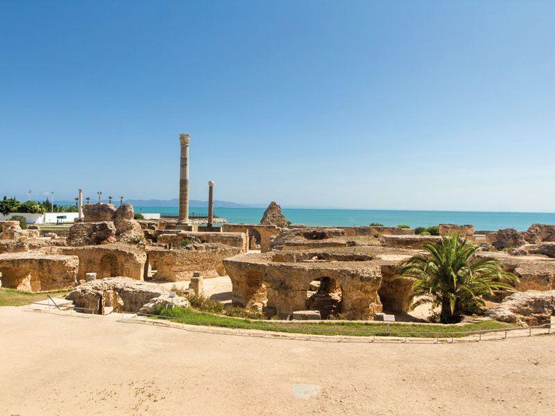 tunesien ruinen von karthago berge und meer