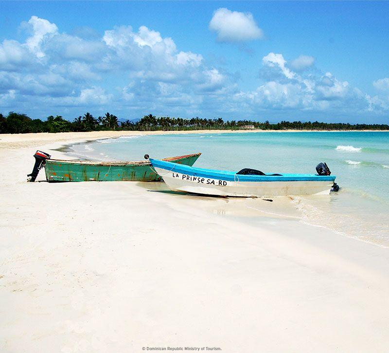 dominikanische republik saona beach berge und meer