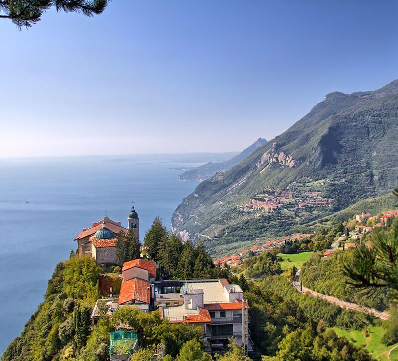 italien venetien gardasee berge und meer