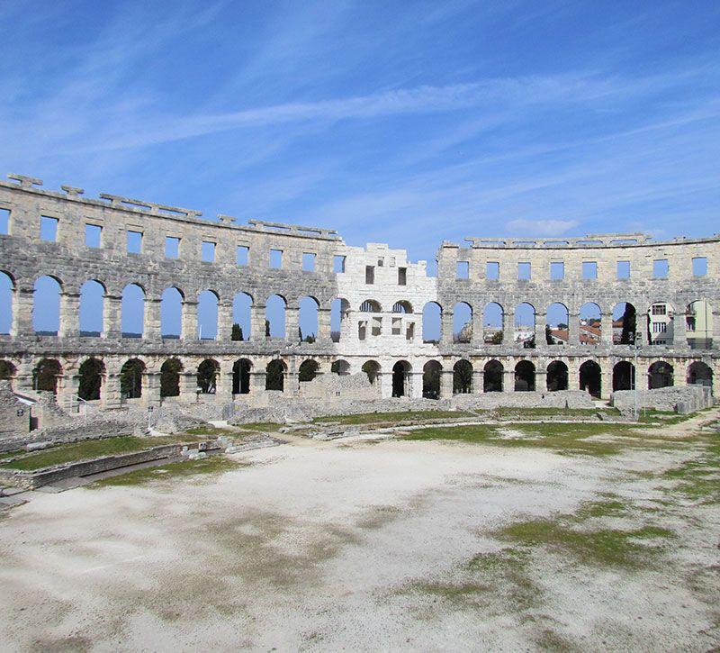 kroatien pula amphitheater berge und meer