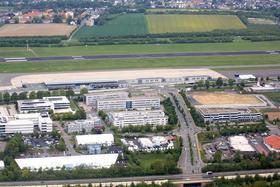 Rundflug mit dem Roten Baron - Blick auf den Dortmund Airport aus der Vogelperspektive