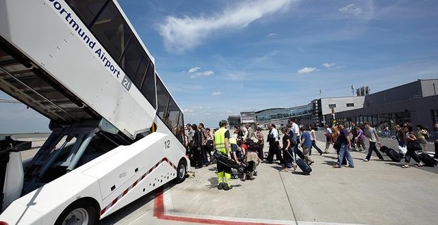 Passengers on the apron at Dortmund Airport - on their way the aircraft.