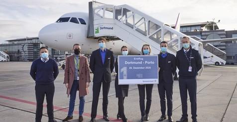 Wizz Air Crew auf dem Vorfeld des Dortmund Airport
