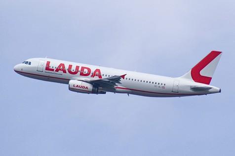 Lauda Flugzeug in der Luft