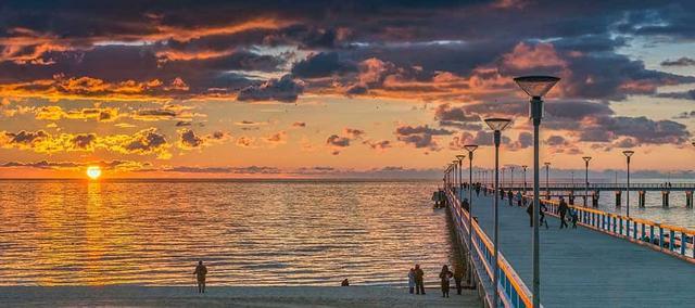 Strand und Seebrücke von Palanga bei Sonnenuntergang