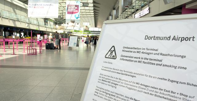Hinweis-Schild zu den Umbauarbeiten im Terminal des Dortmund Airport.