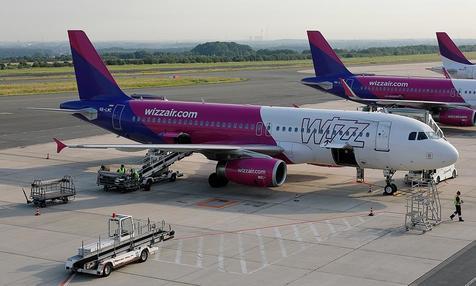 Wizz Air-Flugzeuge auf dem Vorfeld des Dortmund Airport.