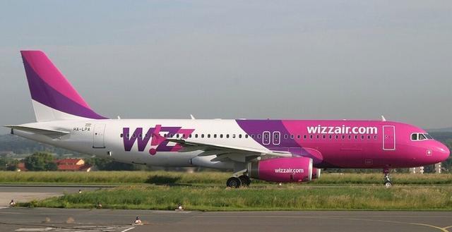 Wizzair-Maschine auf Rollfeld