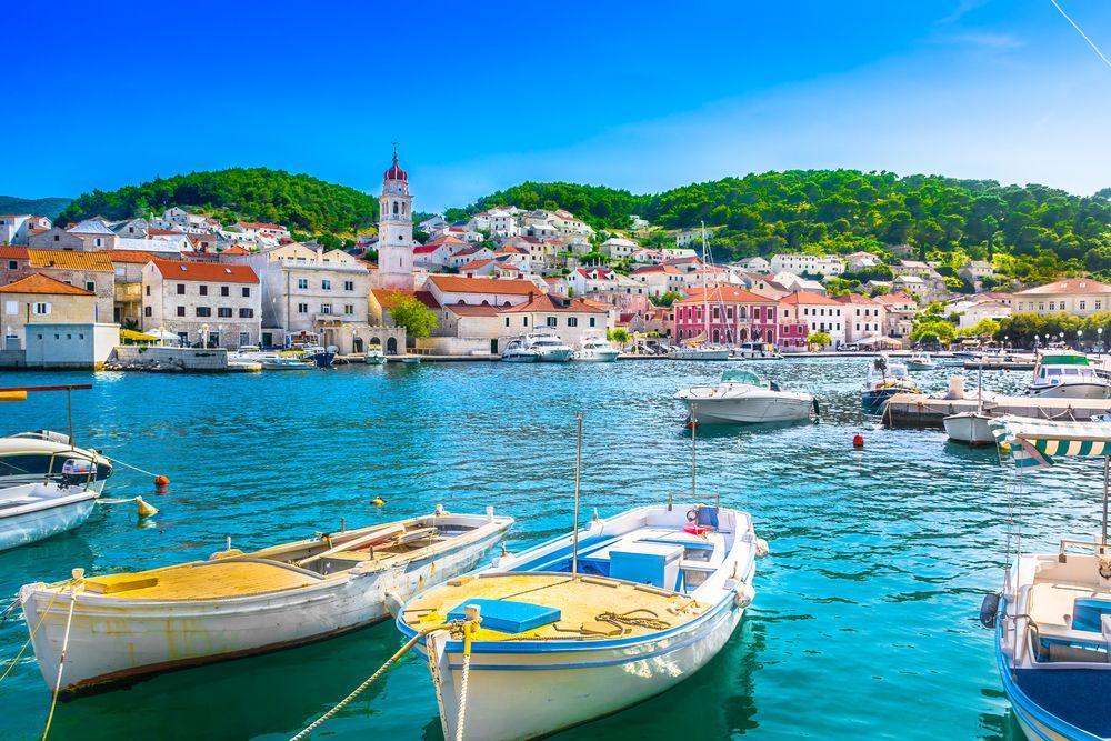 Hafenstadt pucisca kroatien