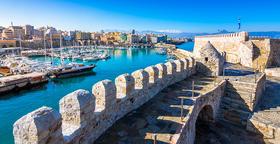 Hafen von Heraklion mit alter venezianischer Festung Koule auf der Insel Kreta in Griechenland.
