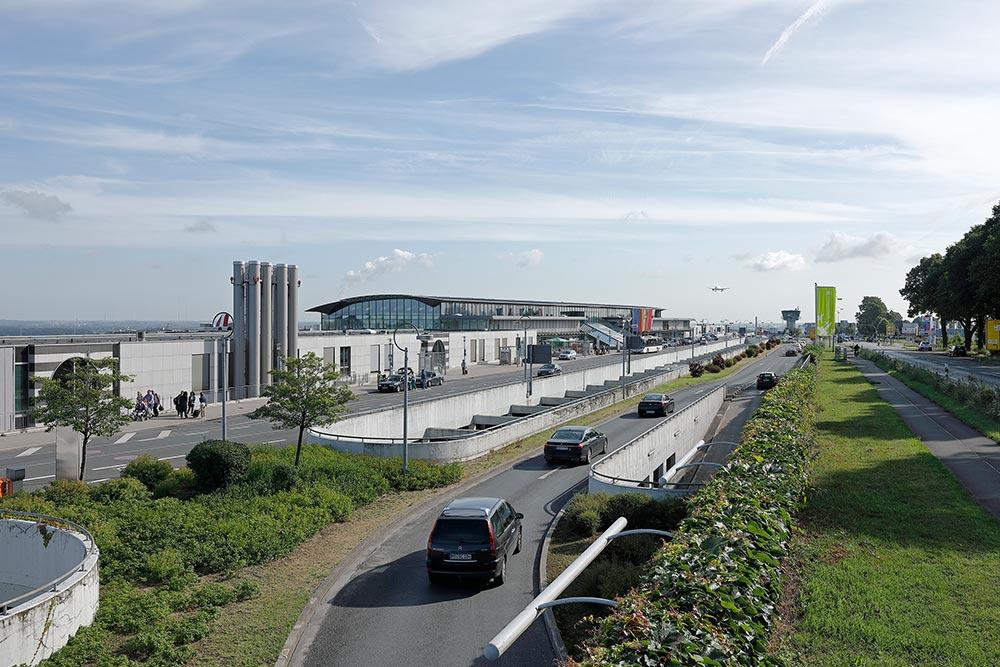 Dortmundairport terminal und vorfahrt