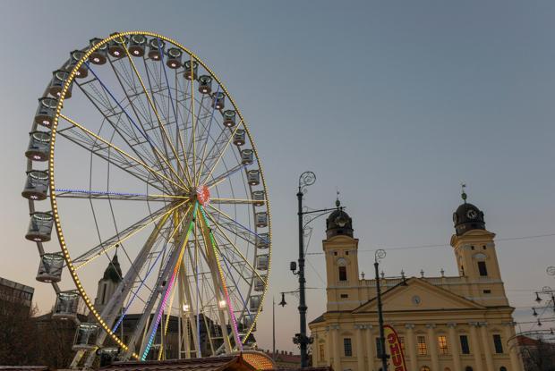 Kirche mit Riesenrad Debrecen