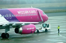 Wizzair Maschine auf den Weg zur Startbahn