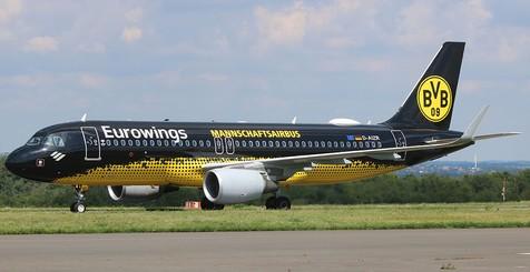 BVB-Mannschaftsairbus der Eurowings am Dortmund Airport