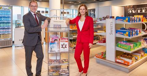 Sabine Loos, Hauptgeschäftsführerin der Westfalenhallen Unternehmensgruppe GmbH und Flughafen-Chef Udo Mager stellen das neue Angebot vor.