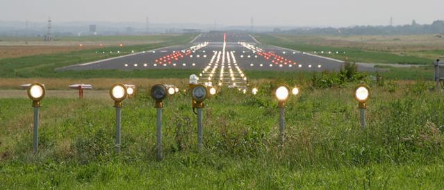 Befeuerung   der Start- und Landebahn am Dortmund Airport