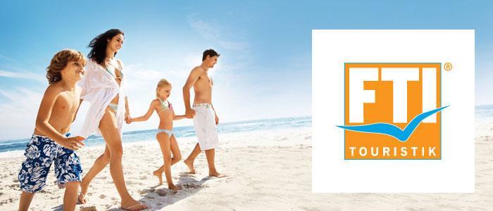 Strand mit familie und fti logo