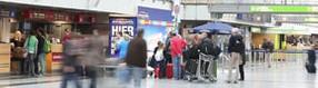 Unterwegs im Terminalgebäude   des Dortmund Airport