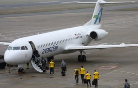 Die Mannschaft des BVB auf dem Vorfeld des Dortmund Airport