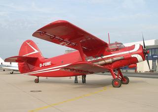 Der Rote Baron auf dem Vorfeld des Dortmund Airport.