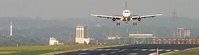 Landendes Flugzeug am Dortmund Airport